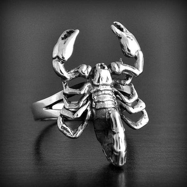 modele bague or scorpion