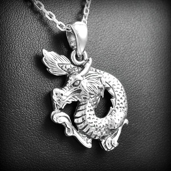 Pendentif en argent dragon